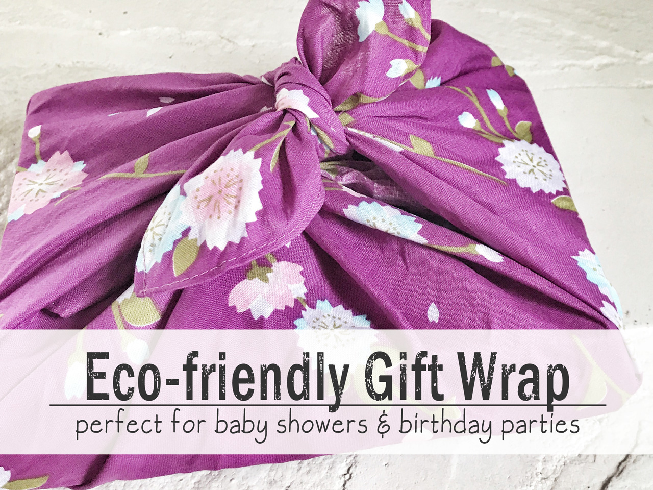 I love this idea for eco-friendly gift wrapping baby and birthday party gifts - Trendy Little Sweethearts