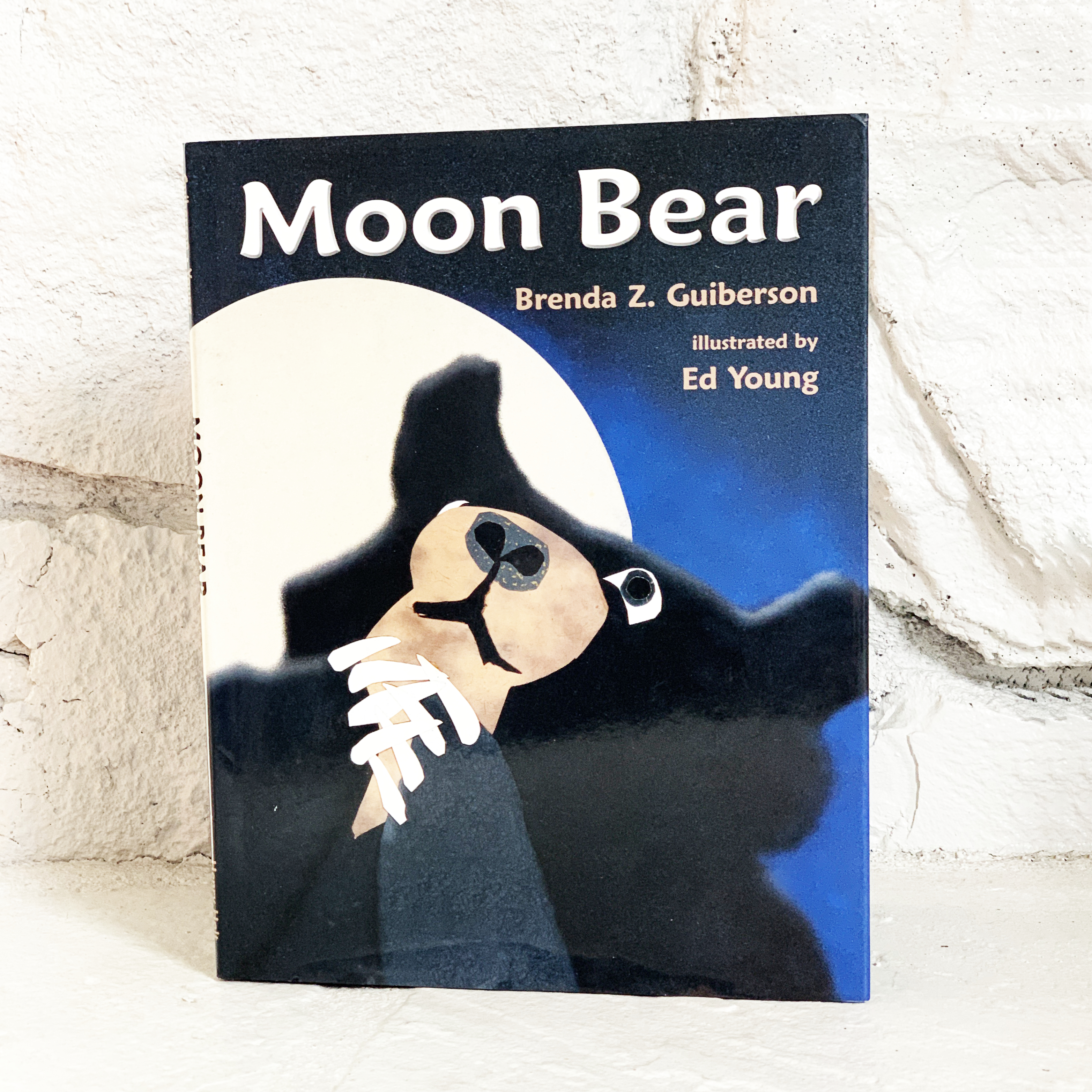 Gorgeous moon bear book by Brenda Guiberson and Ed Young | For Animals For Earth