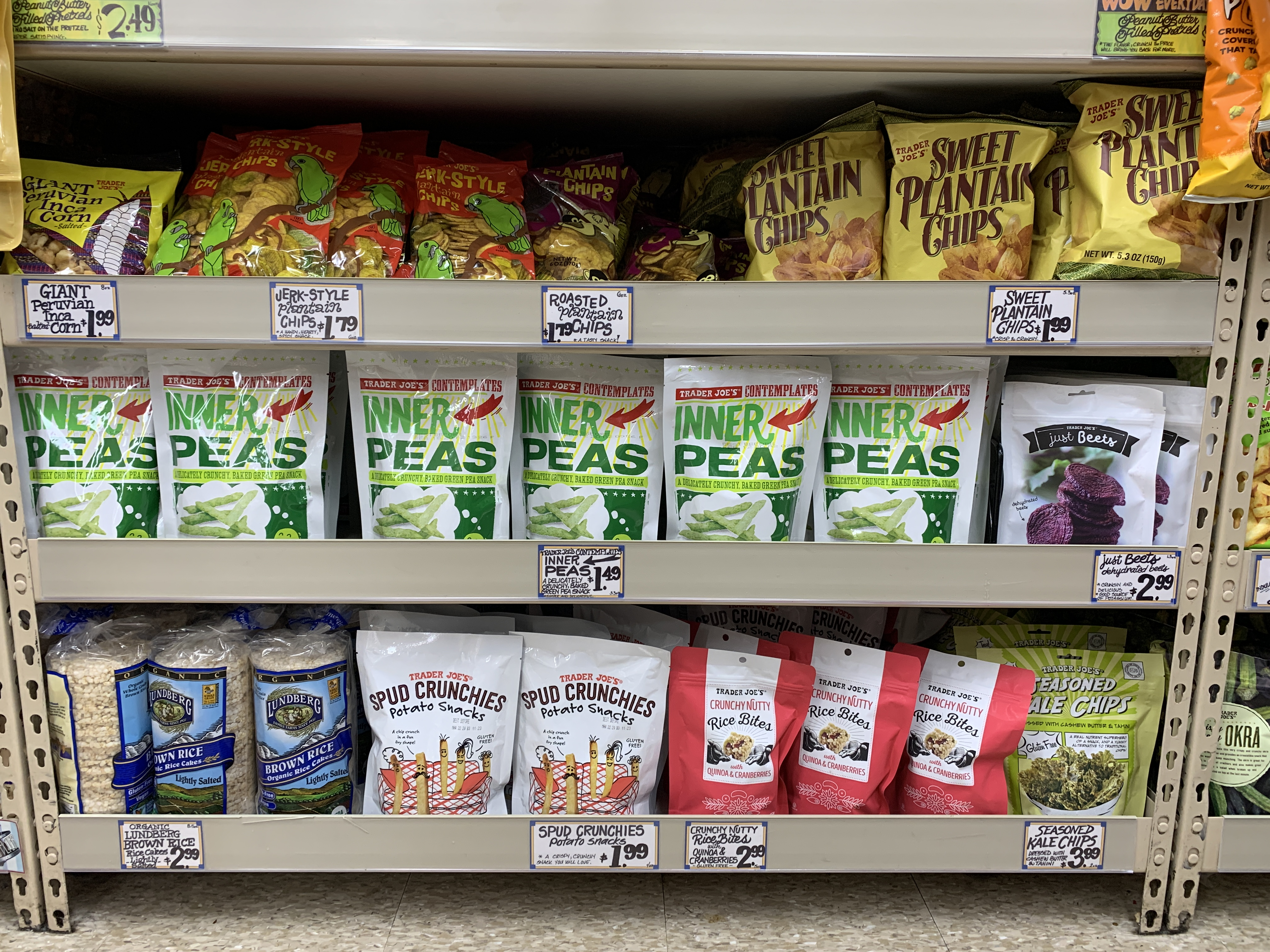 Using the fooducate app to find the healthiest snack at Trader Joes | For Animals For Earth