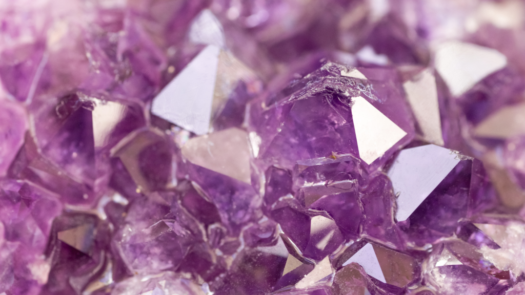 List of ethical healing crystals shops for people who want to find sustainable and ethical crystals. | For Animals. For Earth.