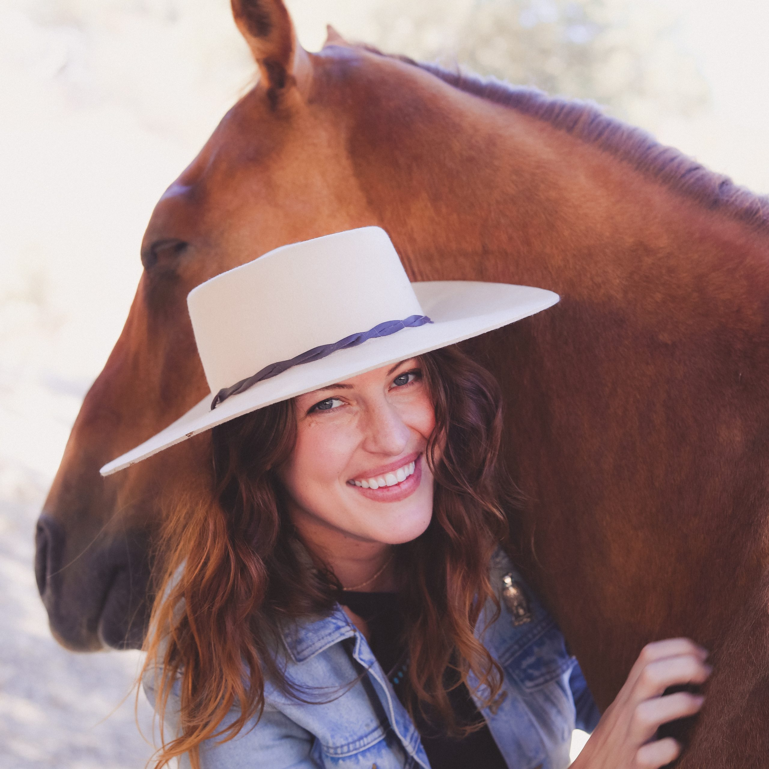 Charlotte Chanler can talk horse.  Seriously!  She is an animal communicator and medium who spends a lot of time talking to horses. In episode 14, she tells me all about how her life shaped the way she advocates for horses today through her business and online community, Hearthorse. Available in episode 14 of the For Animals For Earth Podcast