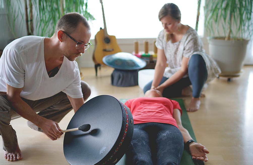 Sound bath music is medicine. It can heal our bodies and awaken our souls. Learn more with Ada & Nathan of Wakes in episode 13 of the For Animals For Earth Podcast.