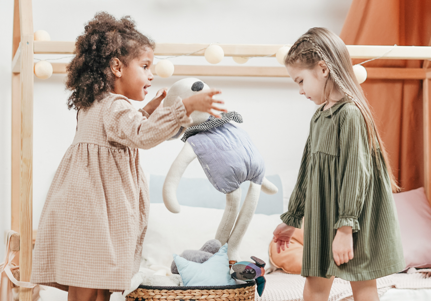 List of 50+ conscious kids fashion brands. These brands all sell clothes up to at least size 9-10. And focus on the environment, ethical sourcing, transparency, and quality. | For Animals For Earth Blog