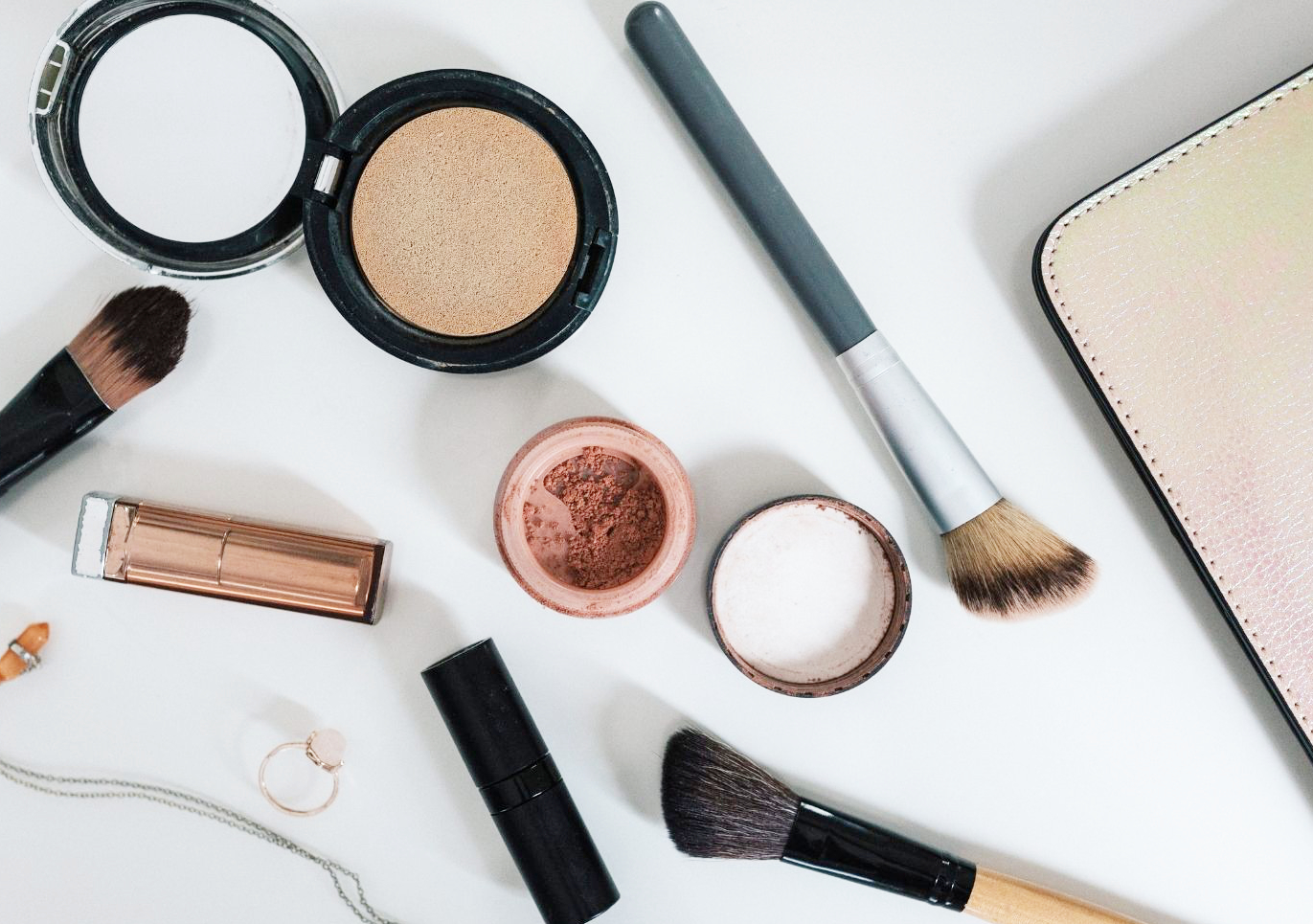 Tired of looking for conscious makeup brands? Feel free to take a shortcut and just copy mine! Here's a list of everything I use, with links directly to each item. Enjoy!